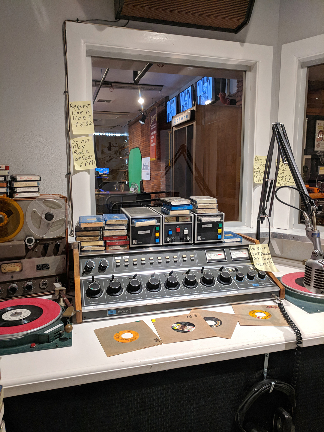 https://texasbroadcastmuseum.com/wp-content/uploads/2018/06/radio_booth.jpg